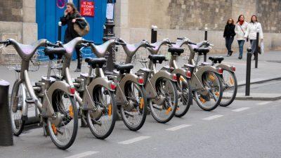 Париз станува дом на најголемата услуга за електрични велосипеди во светот