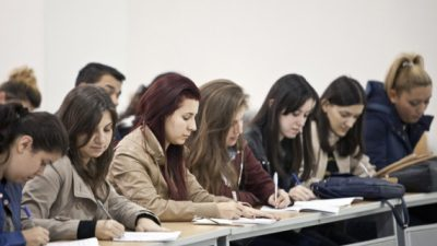 """Дебата во Мултимедијалниот центар на УГД на тема """"Иселувањето на младите од Источна Македонија"""""""