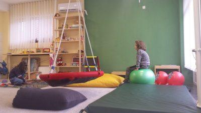 За родителите на децата со аутизам, по соочувањето со дијагнозата, најтешко е чувството на отфрленост