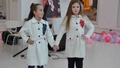 Студентите на Технолошко-технички факултет изработија облека за хуманитарни цели