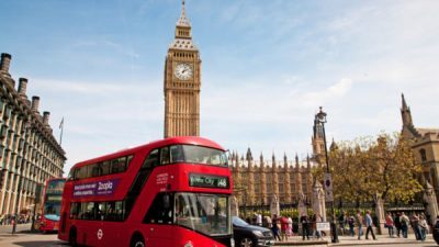 Лондон воведува дневни такси од 27,90 евра за возила што премногу загадуваат