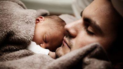 ЕУ воведува задолжително породилно отсуство за татковците