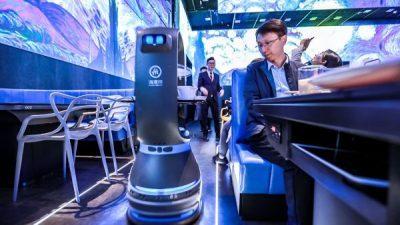 Кинеска компанија го отвори првиот роботизиран ресторан во светот