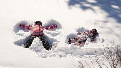 За децата е подобро надвор на минус и на снег, отколку затворени дома