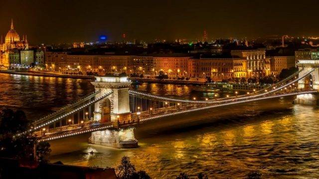 szechenyi-chain-bridge-1758196_1280-37vqjbpkyx0f3ojh269hq8.jpg