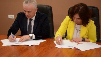 """Во просториите на Меѓународен Славјански Универзитет """"Г.Р.Державин"""" потпишан е билатерален договор со Меѓународниот Визион Универзитет од Гостивар"""