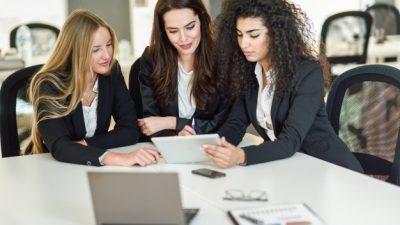 Науката докажа дека жените можат да напредуваат на работното место ако си помагаат едни со други