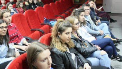 Еразмус студентите ги споделија своите искуства од универзитетите во Европа