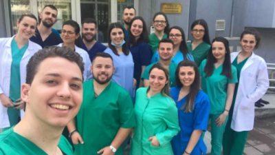 Студентите на дентална медицина и протетика на пракса во клиниките во Ниш
