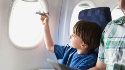 Трик кој ќе ви помогне да уживате во авионскиот лет