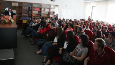 Едукативни семинари за студентите на ФМН