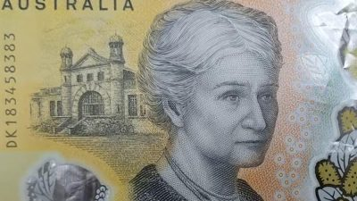 Направиле најсовршени банкноти, но потоа уследил шок: Некој внимателно го прочитал ситниот текст и открил грешка