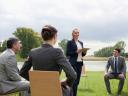 Научниците велат дека одржувањето состаноци надвор …
