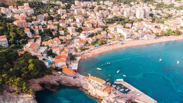 Petrovac-Bay-Budva-Beach-Montenegro_Depositphotos_200307616_m-2015-1.jpg