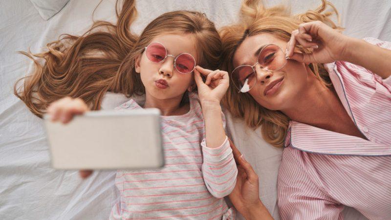 Давањето смартфон на дете е исто како да му се дава …