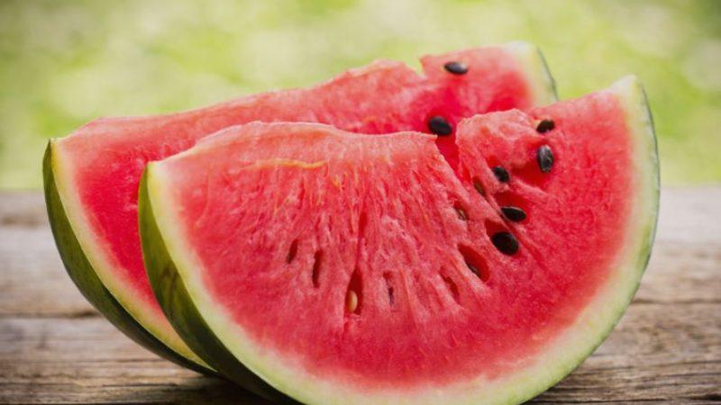 Никако немојте да ја јадете лубеница која изгледа …