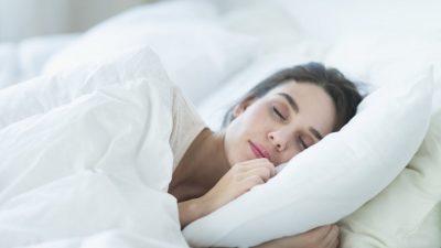 На жените просечно им недостасува три часа сон