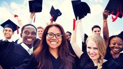 Странските студенти по дипломирањето ќе може да останат уште две години во Британија