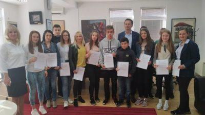 Oпштина Крива Паланка додели 13 стипендии за талентираните ученици и спортисти