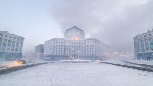 YkoSkzqtlx-gradot-do-koj-ne-vodat-patista-bogatstvo-studenilo-i-temnina-na-ruskiot-norilsk.jpeg