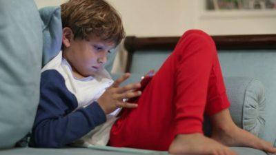 Како паметните уреди влијаат на развитокот на детскиот мозок?