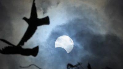"""Првото помрачување на Месечината нè очекува денес, а за него има """"морничави"""" верувања"""