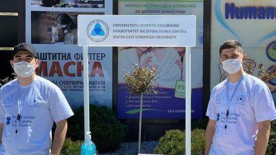 Студентскотособрание и студентската асоцијација им поделија бесплатни маски и ракавици на граѓаните на Тетово и на Скопје