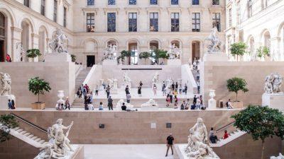 Париз: Лувр повторно отворен за посетителите