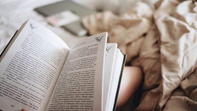 Пред спиење читајте книга, дознајте зошто е многу важно да го правите тоа