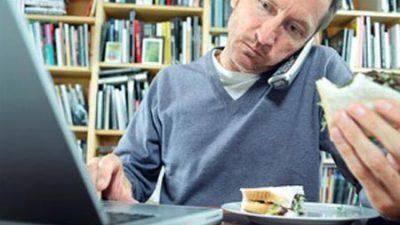 РАБОТА ОД ДОМА: Британците трошат повеќе на чаеви, кафе и бисквити