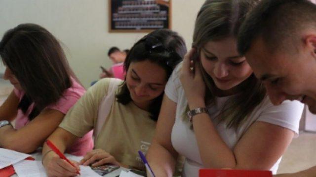 Stipendii-za-najdobrite-210-novozapishani-studenti-i-za-studentite-Romi-na-UGD.jpg