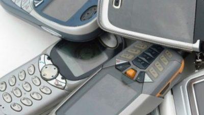 """БИ-БИ-СИ: Кој се уште купува класични """"цигла"""" телефони во 2020 година и зошто му се?"""