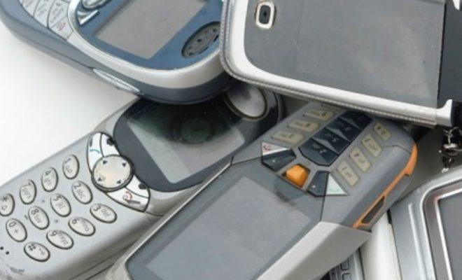 BI-BI-SI-Koj-se-ushte-kupuva-klasichni-cigla-telefoni-vo-2020-godina-i-zoshto-mu-se.jpg