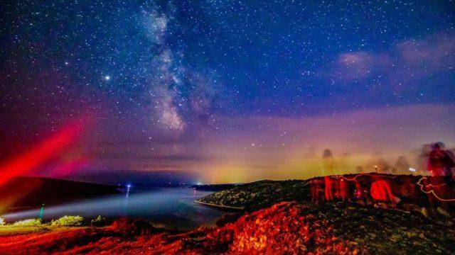 FOTO-Poglednete-gi-prekrasnite-fotografii-od-sinokjeshniot-meteorski-dozd.jpg