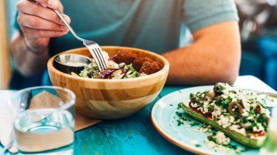 Паметно слабеење: Како да си ги организирате оброците во денот?