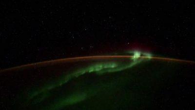 Волшебна глетка над планетата Земја: Руски космонаут снимил поларна светлина, но и чудна појава (ВИДЕО)
