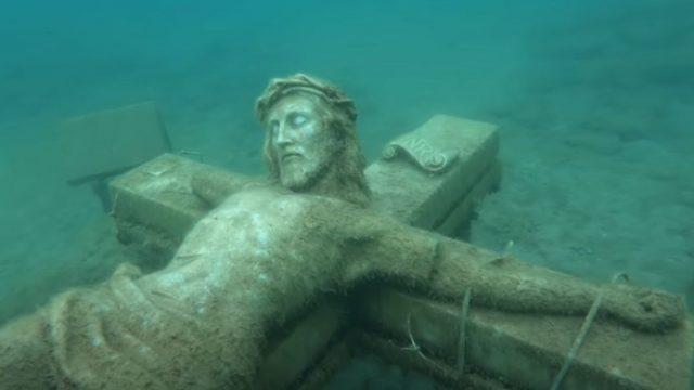 CHovechki-koski-i-misteriozni-statui-Predmeti-pronajdeni-na-dnoto-na-ezeroto-krijat-mrachni-prikazni.jpg