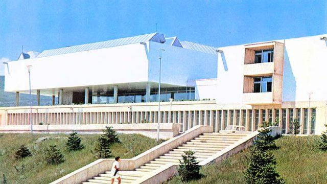 Grupna-izlozba-vo-Skopje-Vecherva-Skrsheno-vo-Muzejot-na-sovremena-umetnost.jpg