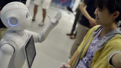 Јапонија: Роботот Пепер љубезно предупредува и замолува да ставите маска