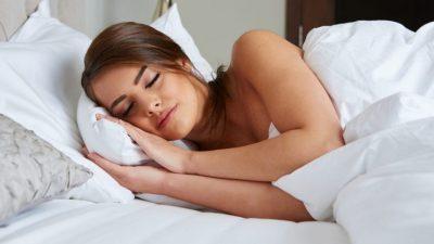 Што се случува ако легнете да спиете веднаш откако ќе јадете?