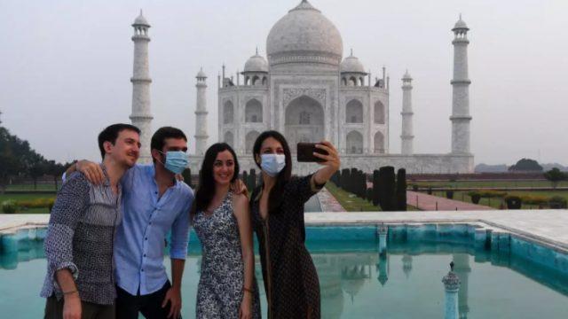 Tadz-Mahal-po-shest-meseci-povtorno-otvoren-za-posetiteli.jpg