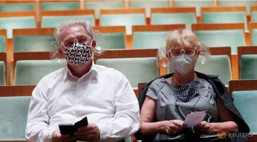 Ungarski-dirigent-napravi-zashtitni-maski-koi-ja-podobruvaat-akustikata.jpg