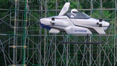 Успешен тест на првиот летечки автомобил во Јапонија (ВИДЕО)
