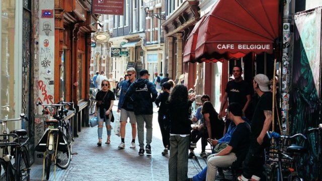10-raboti-shto-gi-shokiraat-turistite-vo-Holandija.jpg