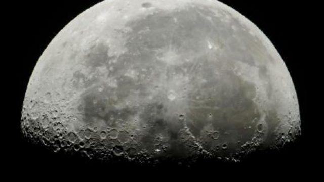 Golemo-otkritie-NASA-potvrdi-deka-na-Mesechinata-definitivno-ima-voda-VIDEO.jpg