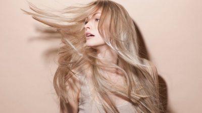 Кога ја миете косата – наутро или навечер? Разликата е голема, а еве во кој период од денот е подобро да го правите тоа