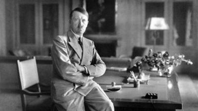 На аукција продадени рачно пишувани говори на Хитлер