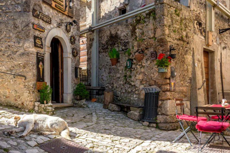 Ova-italijansko-selo-kje-vi-plati-do-60.000-dolari-za-da-se-preselite-vo-nego-eve-koi-se-uslovite.jpg