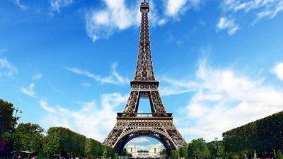 Аукција во Париз: Продаден дел од скалите на Ајфеловата кула за 274.475 евра