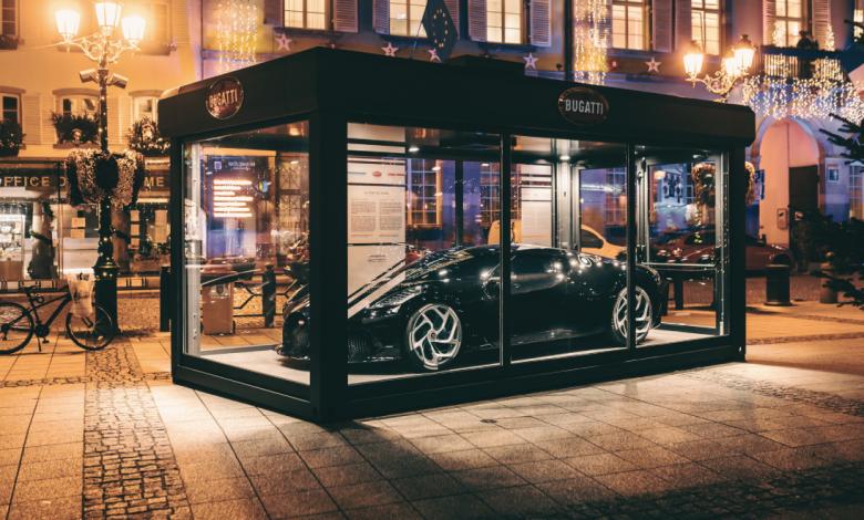 Najskapata-novogodishna-dekoracija-Bugatti-La-Voiture-Noire.png
